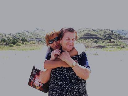 mi madre( la de atras) mi abuela(la de alante) xD