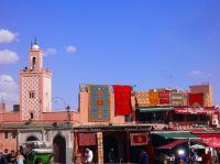 Mezquita, azul y rojos