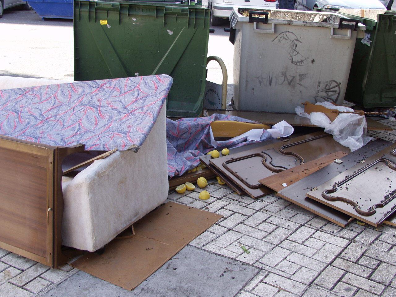 Muebles en la acera fotos de foto denuncia - Muebles pedro alcaraz ...