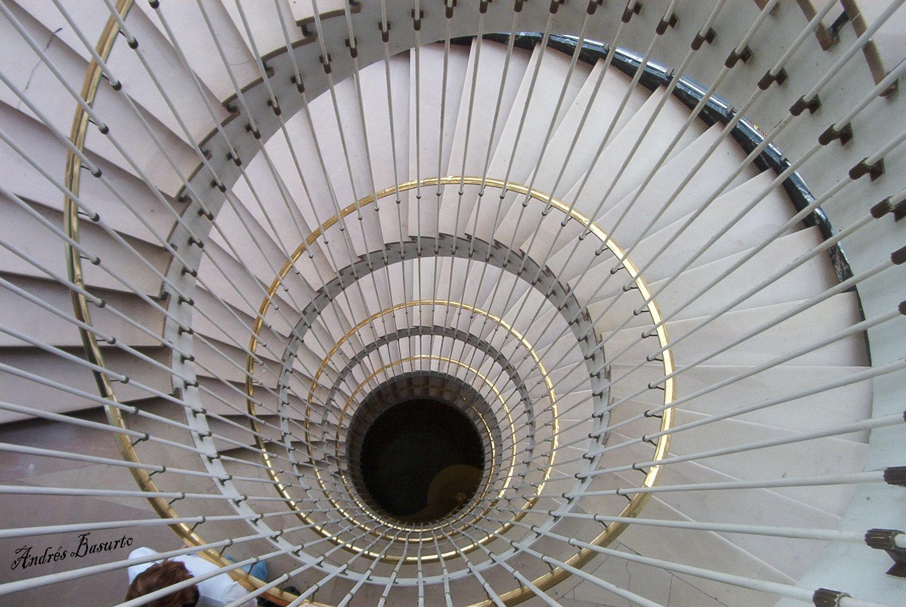 Las espirales fotos de creaci n y fotomontajes - Escalera en espiral ...