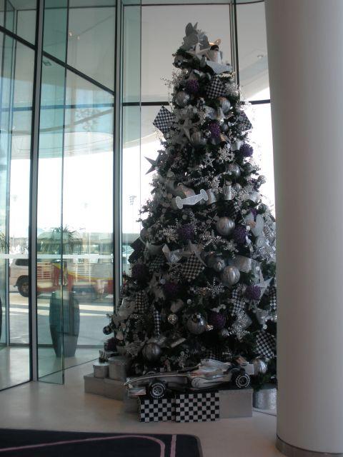 Árbol de Navidad en el Circuito de Formula 1 de Abu Dhabi