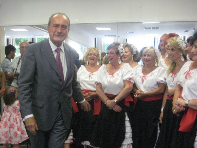 nuuestro alcalde visita el coro mediterraneo