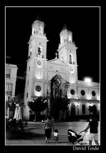 Paseando por la noche en Cadiz
