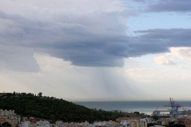 Nubes cargando agua