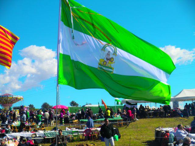Nuestra bandera en el d a de andaluc a en catalu a fotos - Bandera vivar velez malaga ...