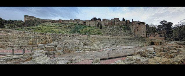 La Alcazaba & el Teatro Romano .