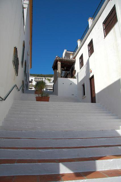 Pje, La escalera