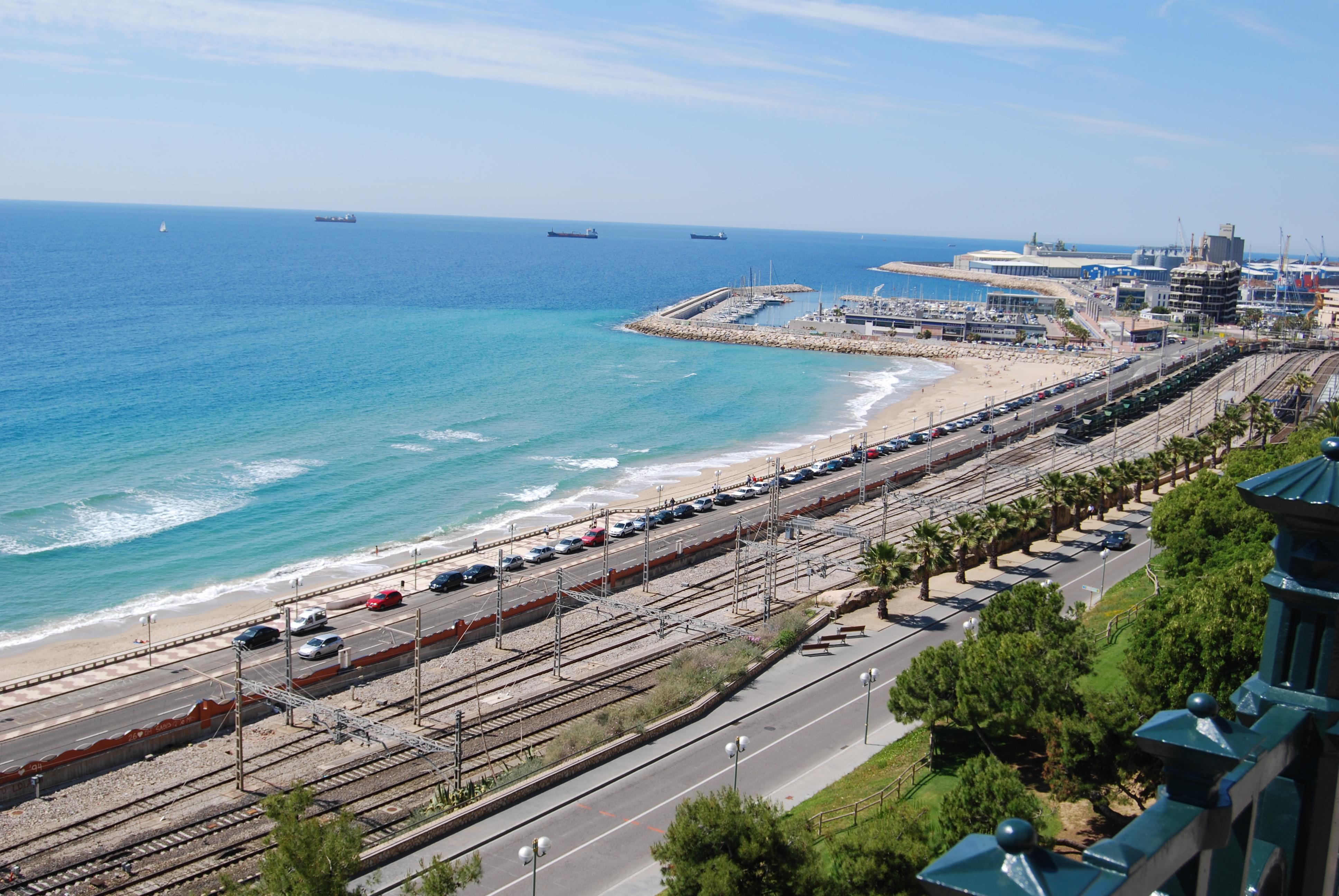 Playa de tarragona desde el mirador del mediterr neo for Mirador del mediterraneo