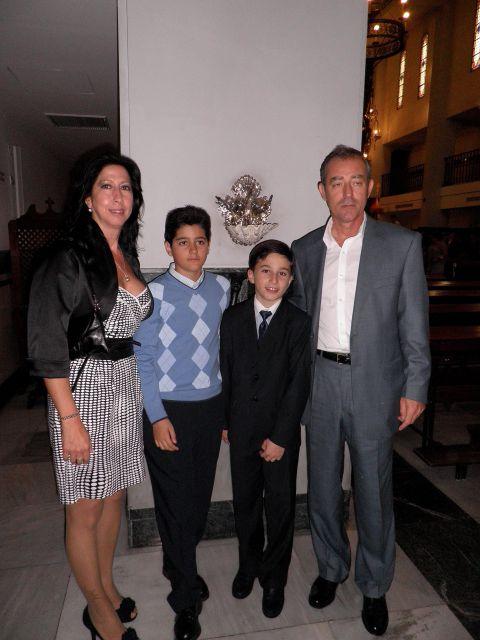 Javier con sus Tios