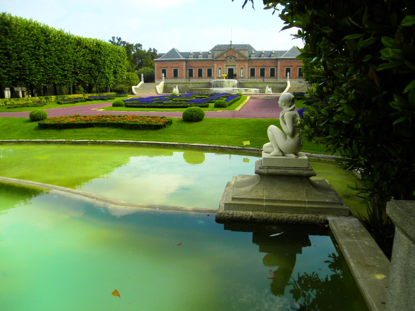 Palacete alb niz en los jardines de joan maragall fotos for Jardines joan maragall