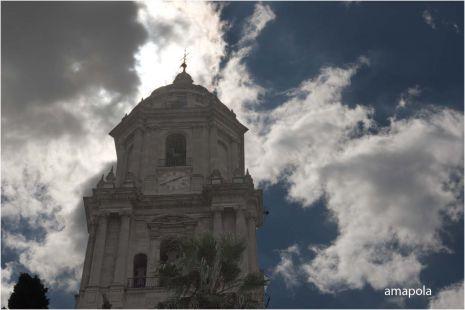 nubes  y torre