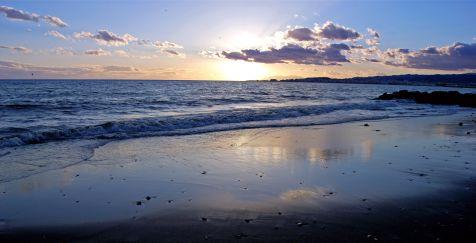 Paseo al atardecer (Playa Algarrobo-Costa)
