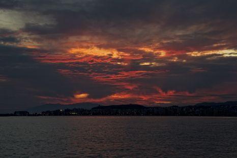 Cae el sol (Atardecer en la playa de Algarrobo-Costa)