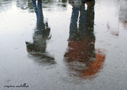 Charlando bajo la lluvia