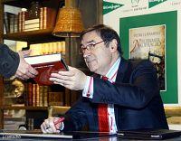 PEDRO.J FIRMA LIBRSO CORTE INGLES DE MÁLAGA.21-1.2012