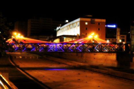 colorido en el puente de los ademanes