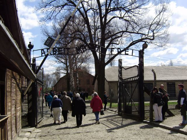 Entrada al infierno de Auschwitz