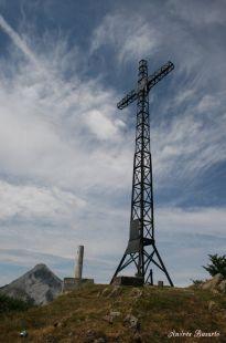 La cruz en la cima
