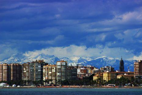 Malaga invernal. Malagueta y Sierra de las Nieves