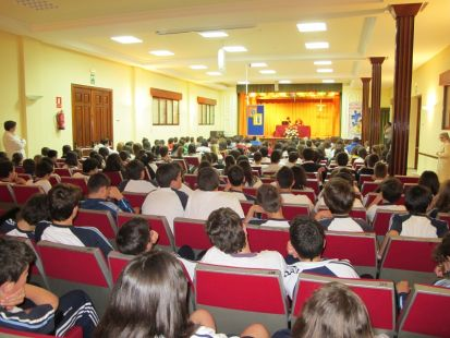La Esperanza del Caballero Legendario en la Escuela de Magisterio Universitario Colegio Maria Inmaculada de Antequera