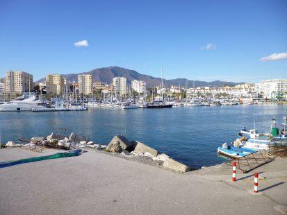 vista puerto deportivo estepona