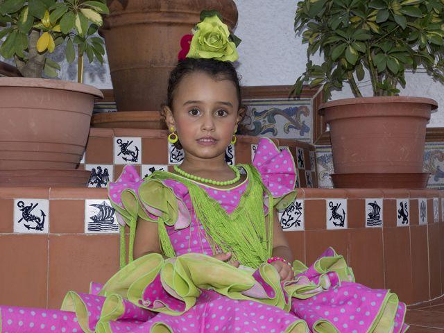 Marta con su primer vestido de gitana.