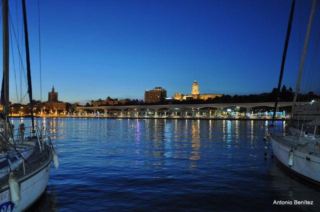 anochece en Málaga