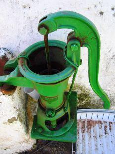 antigua bomba de agua