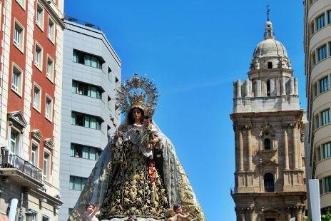 virgen del carmen y torre de la catedral