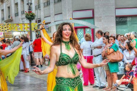 bailarinas moras en calle larios