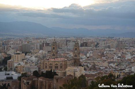 Atardecer en Málaga con la catedral con dos Torres