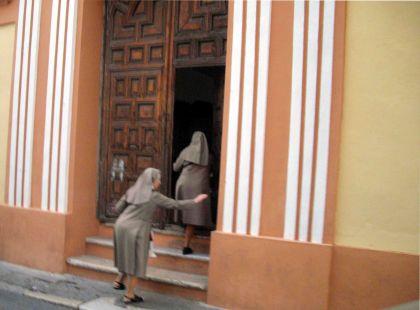 A recogerse al convento