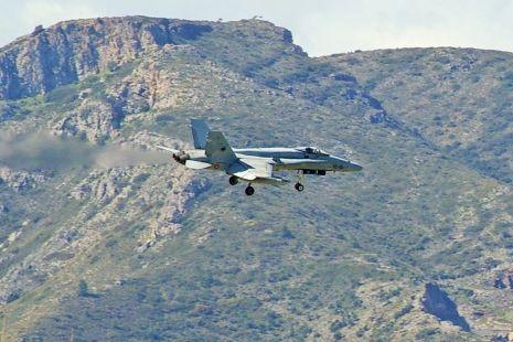 Avion Supersonico aterrizando